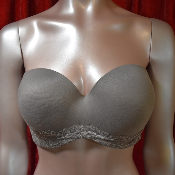 e583cefba4 Victoria s Secret Body by Victoria Strapless Bra. M 5b1adb3c951996262fee0d68